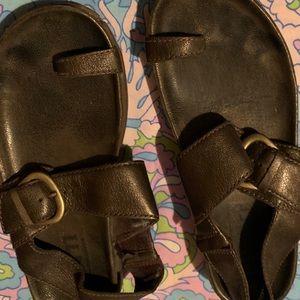 Used Born sandals